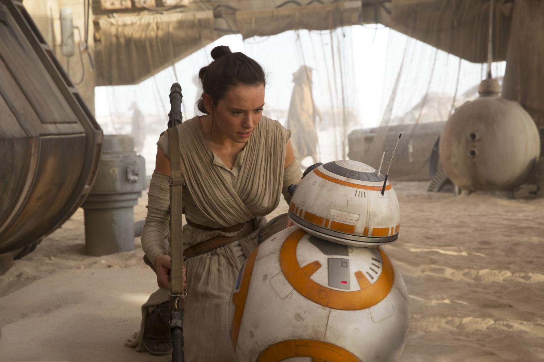 Rey conversando con BB-8