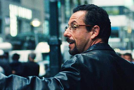 """Cena do filme """"Joias Brutas"""", estrelado por Adam Sandler"""