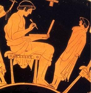 """تمثال خادمة إغريقية صغيرة تحمل """"لابتوب"""" قبل 2100 عام"""