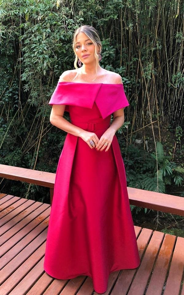 Luma Costa vestido pink estilo princesa com pala para madrinha de casamento no campo
