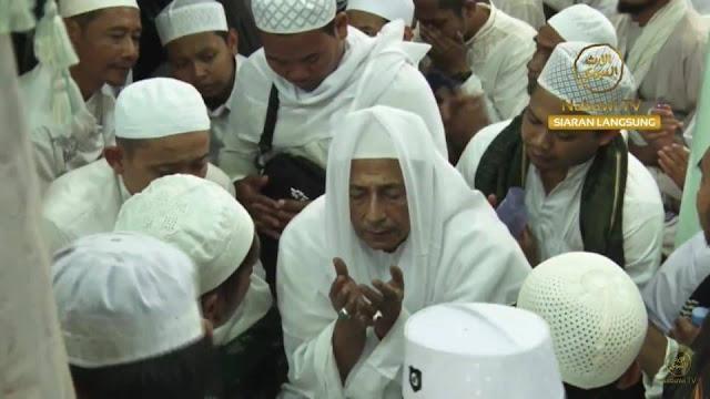 Meneladani Sikap Tawadlu Habibana Luthfi bin Yahya pada Haul Solo