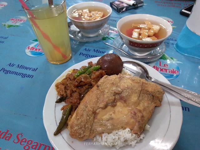feryarifian food travel blogger malang backpacking ke jogja gudeg
