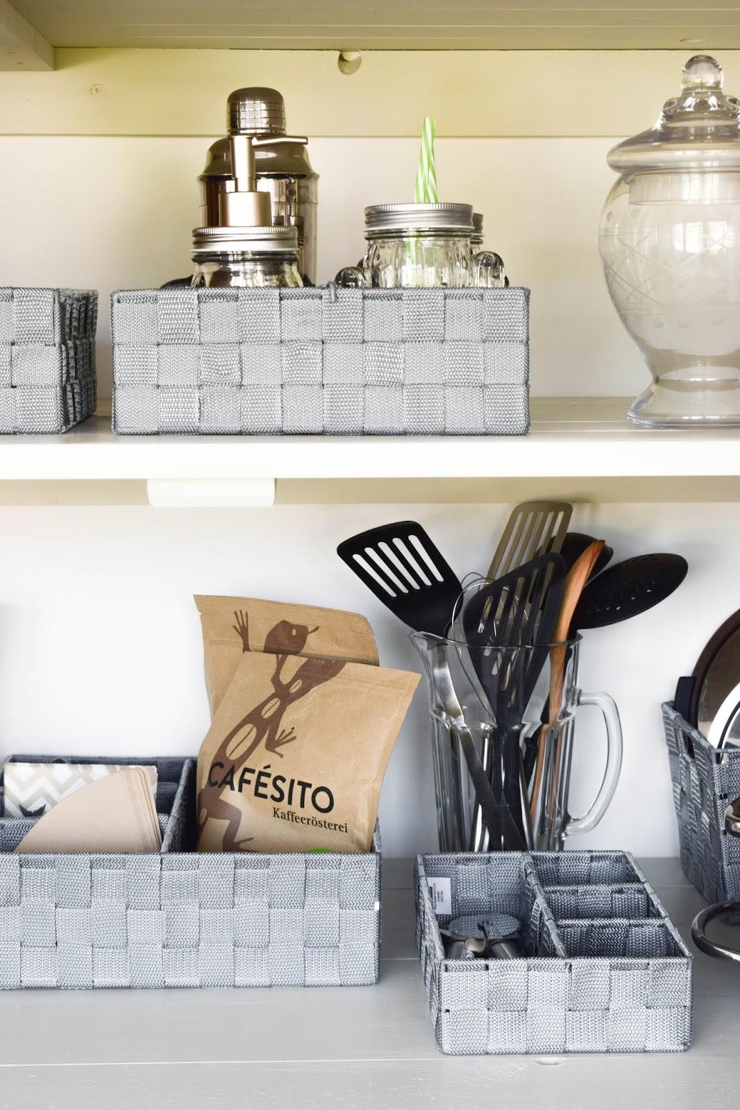 Aufbewahrung mit WENKO:Aufbewahrungskorb Küchenorganizer Ideen praktisch kueche organisieren schrank vorratsraum Werbung