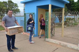 http://vnoticia.com.br/noticia/3176-urnas-eletronicas-chegam-aos-locais-de-votacao-em-sfi
