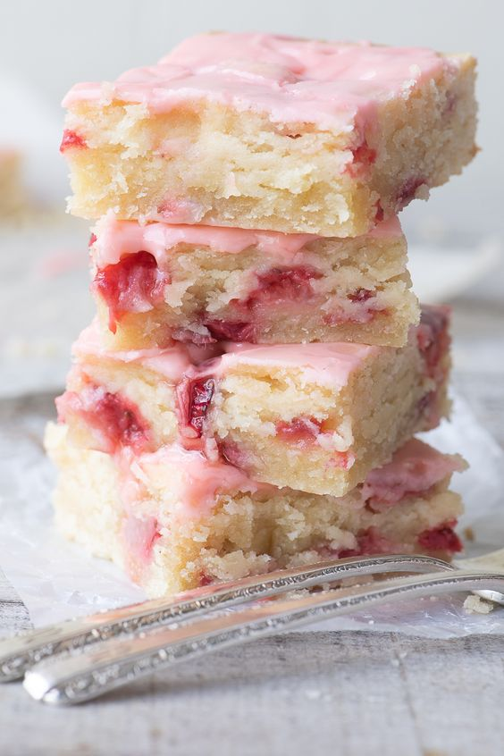Strawberry Lemon Blondies ~ these easy strawberry blondies are moist and dense, (think soft shortbread) with plenty of little jammy pockets thanks to a cup of diced fresh strawberries in the batter. The hint of lemon revs up the berry flavor and gives these strawberry bars a bright, tangy vibe.