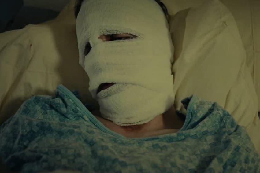 В трейлере хоррора Faceless главного героя пугают зеркала и память