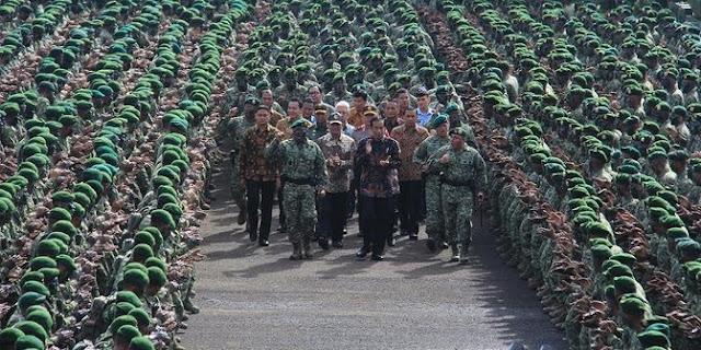 Presiden Jokowi di Markas Kostrad Cilodong