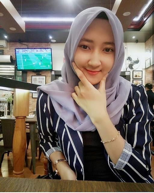 Beautiful Hijaber Makes You Fall