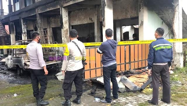 Diduga Akibat Korsleting Listrik, Dua Lokal Bangunan SMU Kosgoro Dompu Hangus Terbakar