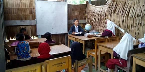 lebih baik pemerintah urusi sekolah yang di bekas kandang kambing baru full day scholl