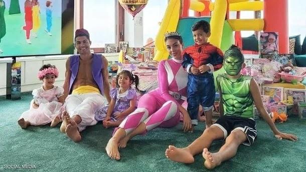 """فيديو طريف لرونالدو وعائلته.. و""""الدون"""" بشخصية عربية"""