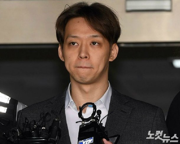 Park Yoochun'un 2016'daki tecavüz skandalından sonra polisi evine davet ettiğinden şüpheleniliyor
