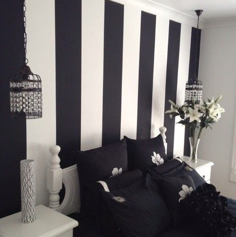 Wallpaper Dinding Kamar Tidur Sederhana Motif Garis-Garis