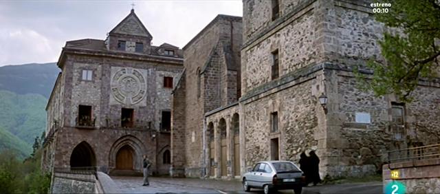 La voz de su amo (2001), escena en Valvanera — Vista general del cenobio