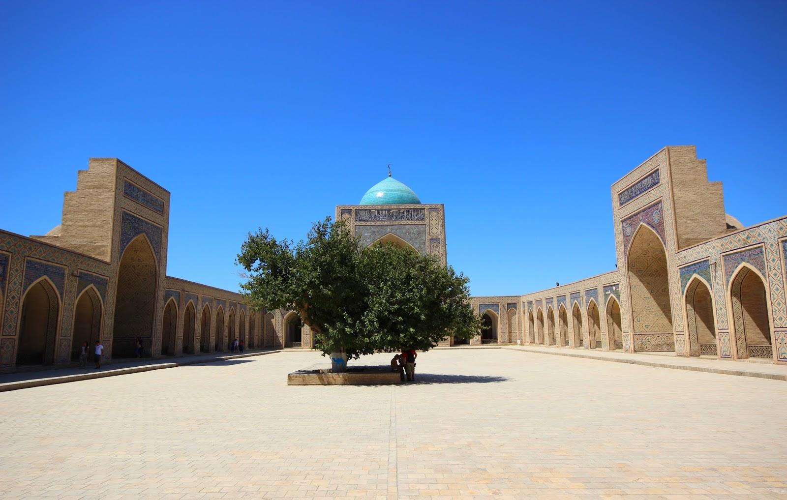 Le Chameau Bleu - Intérieur de la mosquée Kalon à Boukhara en Ouzbékistan