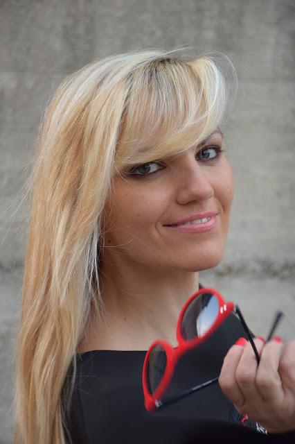 mariafelicia magno fashion blogger colorblock by felym fashion blogger italiane web influencer italiane ragazze bionde blondie blonde hair occhi azzurri occhiali da sole rossi italian web influencer blogger italiane