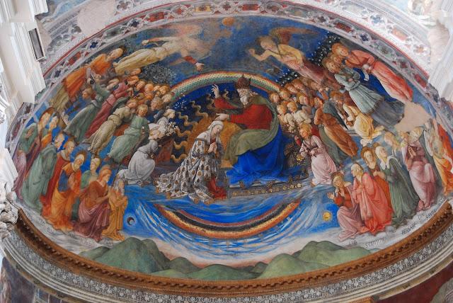 Détail avec le couronnement de la Vierge.