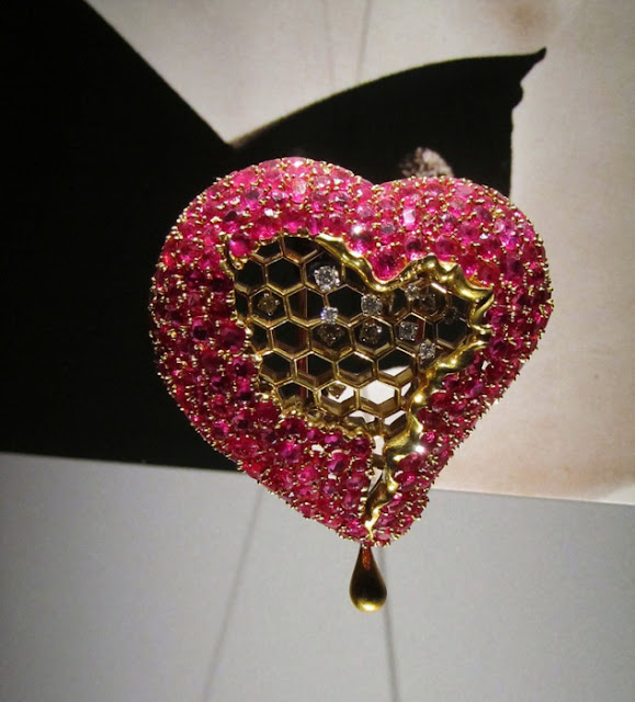 Salvador Dali, Carlos Alemani: Honey Heart, 1949, ouro, diamantes, rubis.