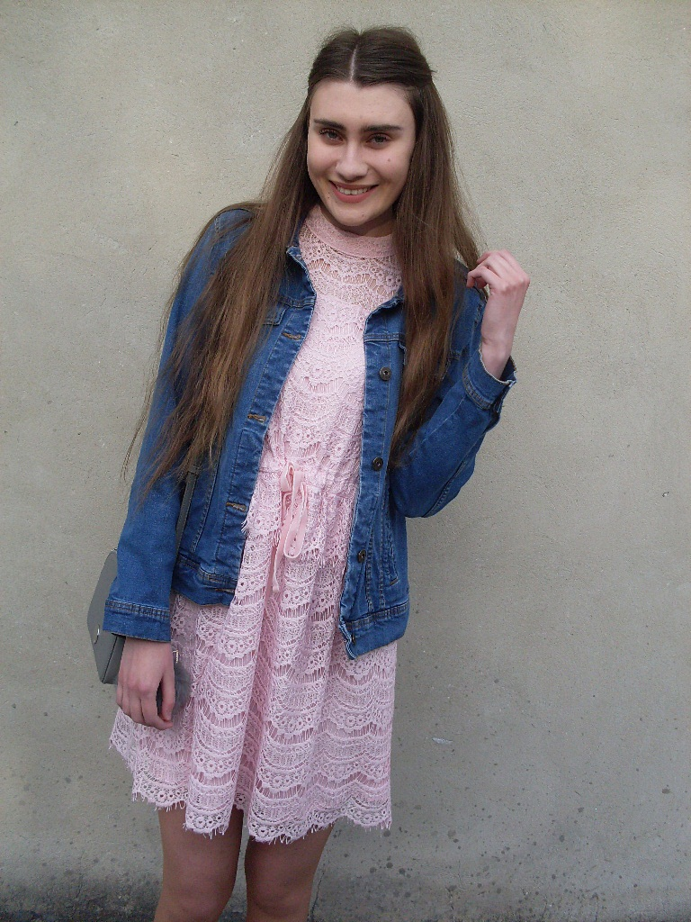 318ae1d6e1 kokardka we włosach   koronkowa sukienka