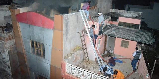भीषण आगजनी में बुजुर्ग दम्पत्ति की जलकर मौत, 55 गाड़ी पानी फायर कर 12 घंटे में किया काबू | GWALIOR NEWS