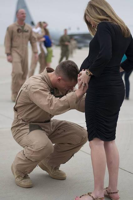 Soldado fica 3 anos na guerra e na volta encontra sua esposa grávida de apenas 7 meses (Imagem: Reprodução/Resumos de Novela)