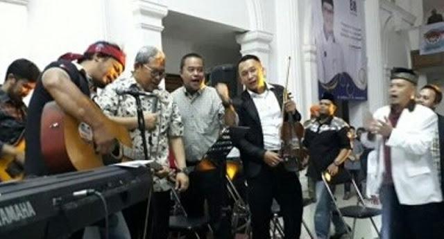 Mantap! Kunjungi Sukabumi, Aher Nyanyikan Lagu #2019GantiPresiden