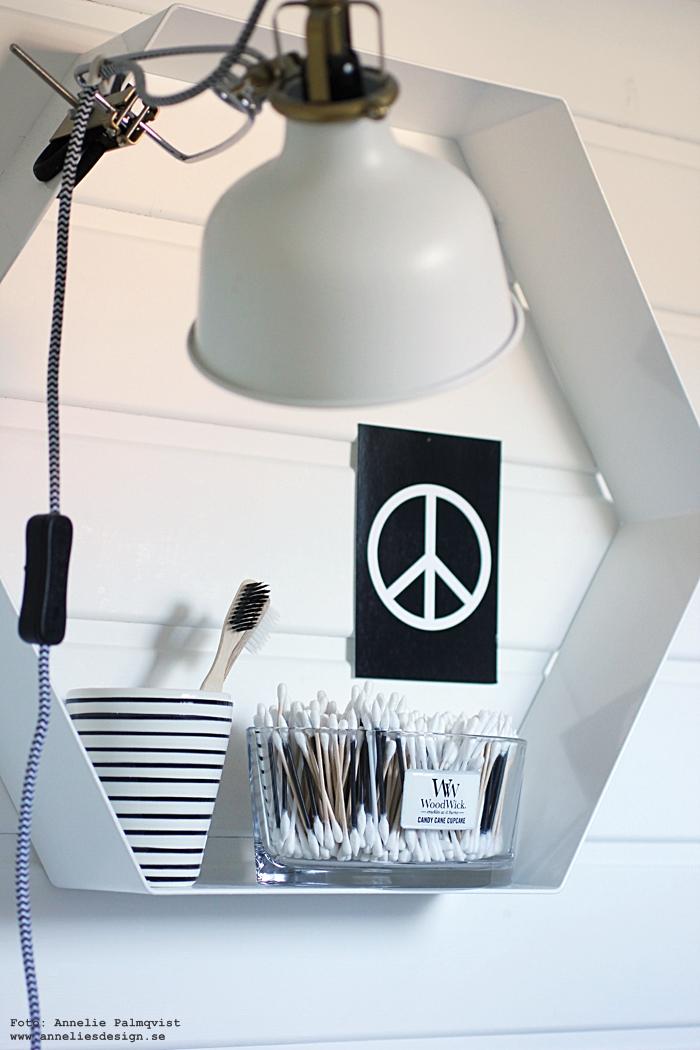 annelies design, webbutik, webshop, nätbutik, inredning, svartvit, svartvita, svart och vitt, vykort, kort, peace, peacetecknet, peacetecken, tops, woodwick ljus, doftljus, diy, tips,