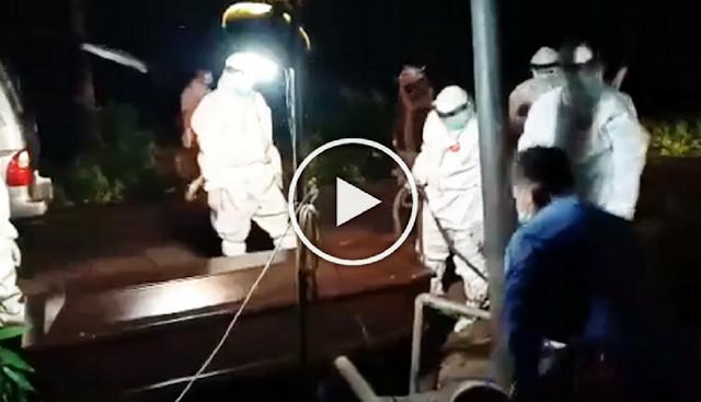 Tetangga Tidak Mau Antar, Wakil Bupati Langsung Terjun Makamkan Jenazah Pasien Virus Corona, Simak  Videonya !