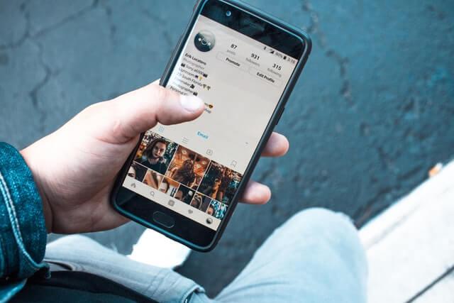 Instagram का Pin Comments क्या है। कैसे इसकी मदद से आप Trollers से निपट सकते है।