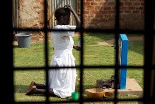 Muçulmanos estupram Cristãs em templo para 'punir' pastor por conversões