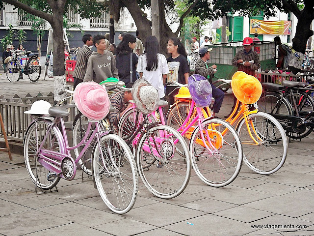 Desfile colorido de bicicletas no Sábado em Jacarta