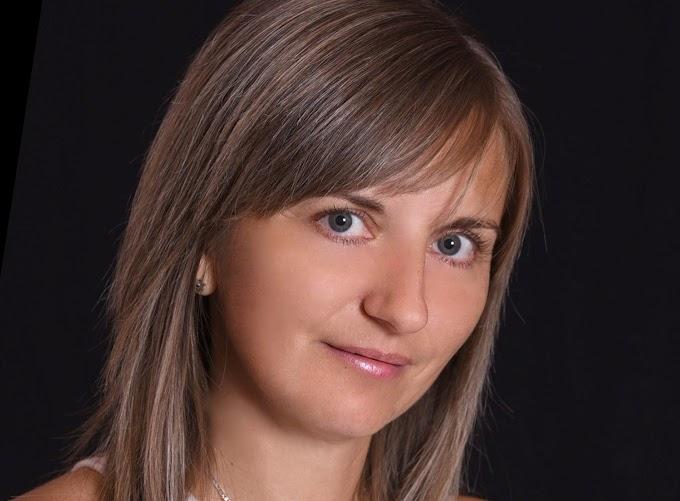 Pelesz Alexandra: Fesd meg velem