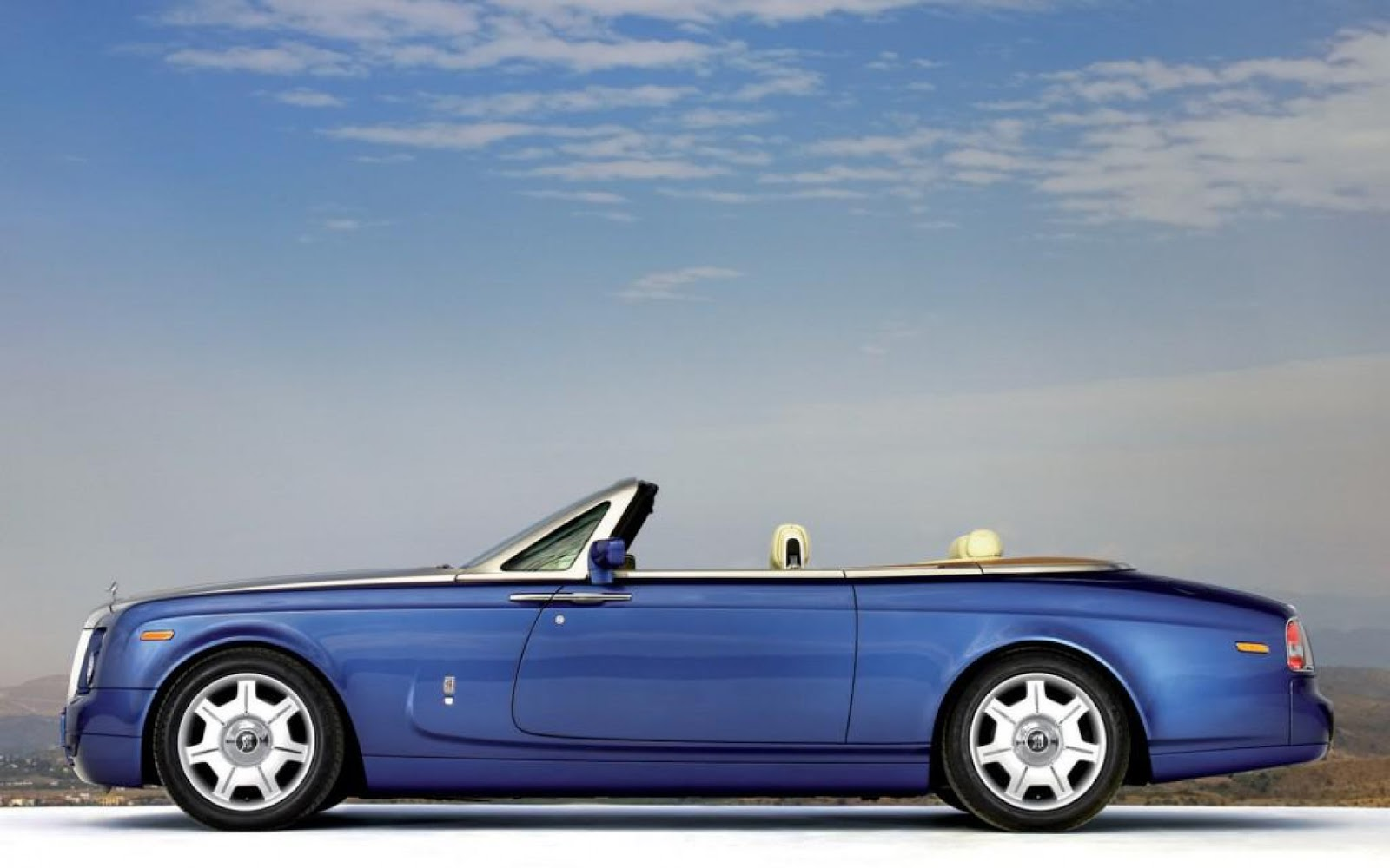 SPORTS CARS: Rolls Royce phantom drophead coupe wallpaper