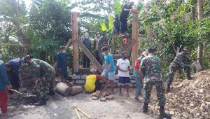 Tingkatkan Keamanan Desa, Satgas Pra TMMD Kodim 0808/Blitar Bersama Masyarakat Bangun Poskamling