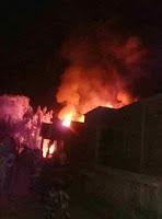 Diduga Korsleting Listrik, Dua Rumah Warga di Teke Hangus Terbakar