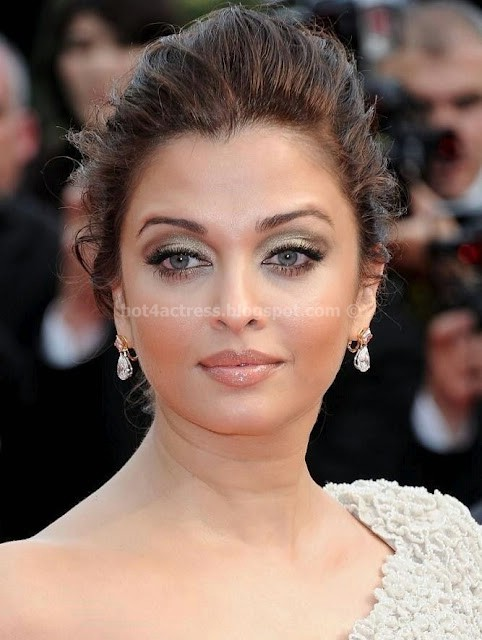 Hot actress aishwarya rai cute picture gallery
