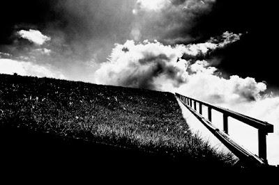 Kompozycja abstrakcyjna. fot. Łukasz Cyrus. Co ma do powiedzenia fotografia odklejona? Esej o fotografii odklejonej. Łukasz Cyrus, Ruda Śląska, 2018r.
