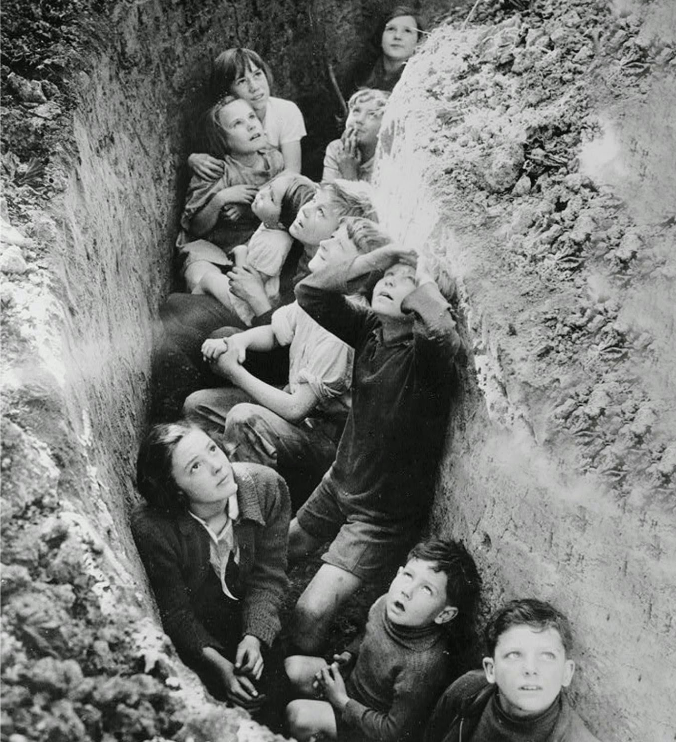 Old Snapshots Of British Schoolchildren During World War