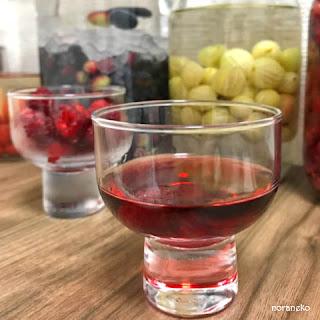 ラズベリー酒のレシピ|昨年のラズベリー酒を飲む