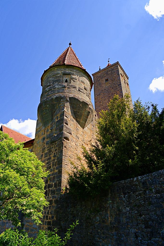#213 Samsung f3.5 9mm – Turm im Burghof in Rothenburg o.T.