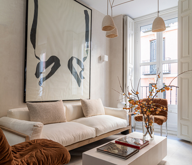 A sophisticated apartment in warm tones in Madrid