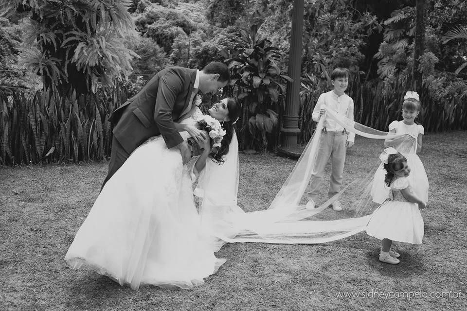 romantico-festa-noivos-crianças-veu