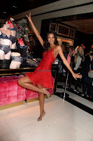 Lais-Ribeiro-Victorias-Secret-Fashion-Show-Celebration--03+sexycelebs.in.jpg