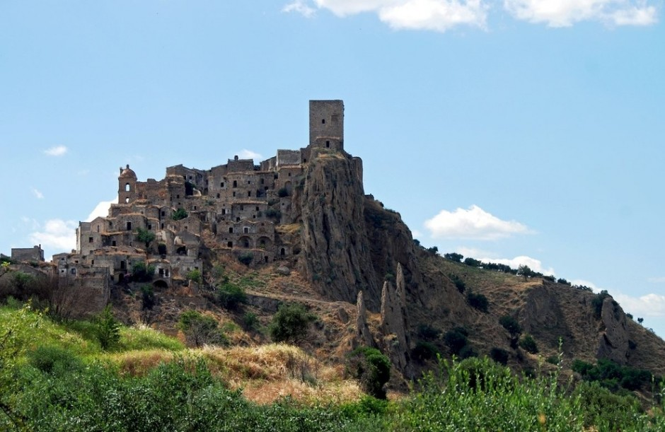 Craco, Italy - 30 Abandoned Places that Look Truly Beautiful