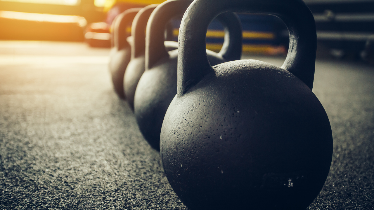 5+1 Unilateral Kettlebell Exercises for a Full Body Workout - themanualtherapist.com