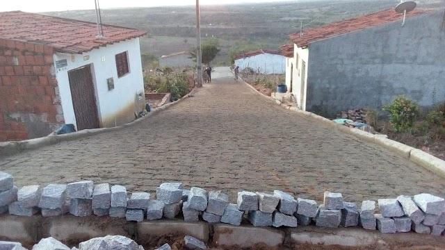 Concluído o calçamento da rua Vicência Pereira da Silva
