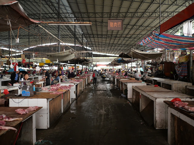 pork aisle at Nanqiao Market in Yulin (玉林南桥市场)