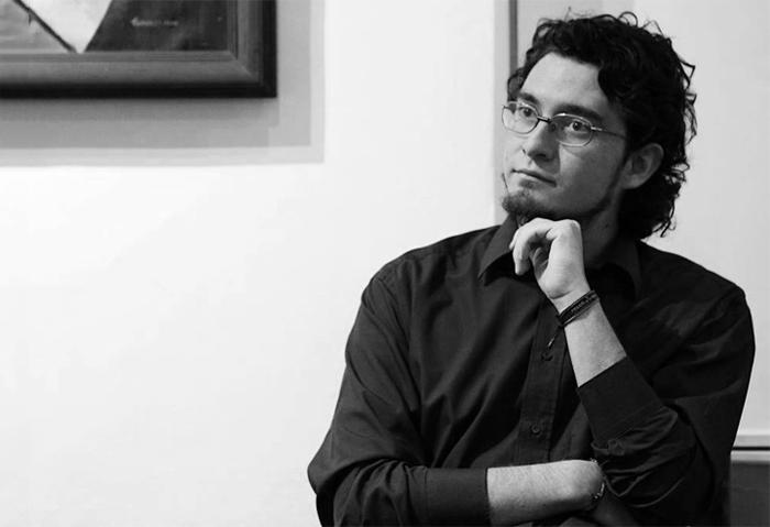 Juan Romero Vinueza: «Nosotros mismos somo un borrador de lo que somos»