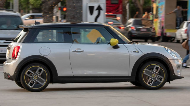 2020 Mini Cooper SE is a sprightly hatch with electric feel - ...
