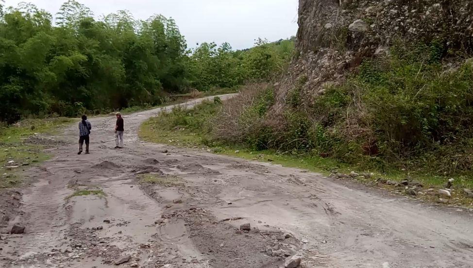 Jalan menuju situs selodiri